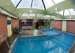 卓越公寓酒店 - 馬德普拉塔 - 游泳池