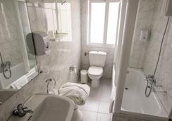 維哥廣場酒店 - 維戈 - 浴室