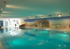 胡倫高級羅曼蒂克酒店 - 采爾馬特 - 游泳池