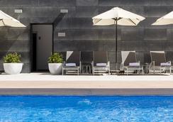 伊魯尼阿垂姆康福特爾酒店 - 馬德里 - 游泳池