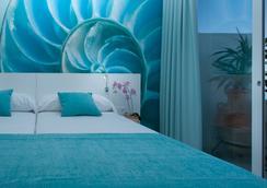瑪麗娜海灘酒店式公寓- 僅限成人 - 聖安東尼奧 - 臥室