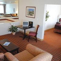 Crystal Inn Hotel & Suites - Salt Lake City Living Area