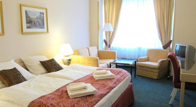 Hotel Mira - 布拉格 - 臥室