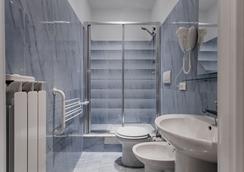 拿破崙街多莫斯旅館 - 羅馬 - 浴室