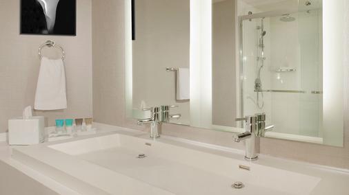 雷迪森洛杉磯機場酒店 - 洛杉磯 - 浴室