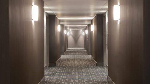雷迪森洛杉磯機場酒店 - 洛杉磯 - 走廊