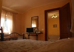 拉比薩那農場酒店 - 比薩 - 臥室