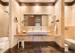 富而特埃斯特波納水療酒店 - 艾斯塔波 - 浴室