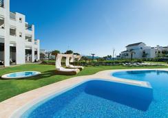 富而特埃斯特波納水療酒店 - 艾斯塔波 - 游泳池