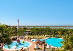富而特埃爾隆皮多水療酒店 - Cartaya - 游泳池