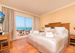 富而特酒店 - Conil de la Frontera - 臥室