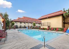 聖安娜紅屋頂客棧 - 聖安娜 - 游泳池