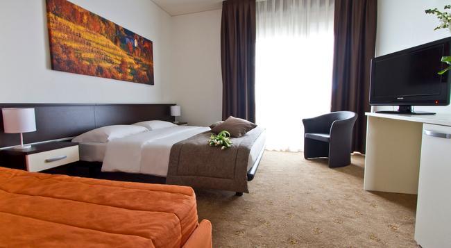 Hotel Eurorest - 科內利亞諾 - 臥室