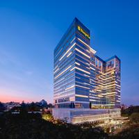 Shangri-La Hotel Hotel Front - Evening/Night