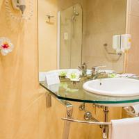 Hotel Arosa Bathroom