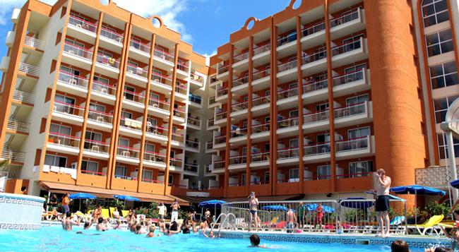 Ohtels Belvedere - 薩洛 - 游泳池