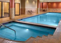 亞特蘭大坎伯蘭萬怡酒店/畫廊 - 亞特蘭大 - 游泳池