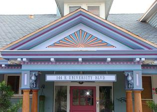 The Big Blue House - Tucson Boutique Inn