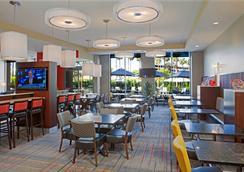 洛杉磯國際機場/世紀大道萬怡酒店 - 洛杉磯 - 餐廳