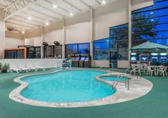 柯克斯維爾戴斯酒店 - Kirksville - 游泳池