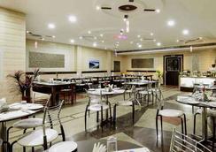 優異酒店 - 阿格拉 - 餐廳