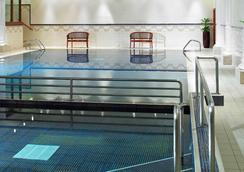 萬豪利茲度假酒店 - 利茲 - 游泳池
