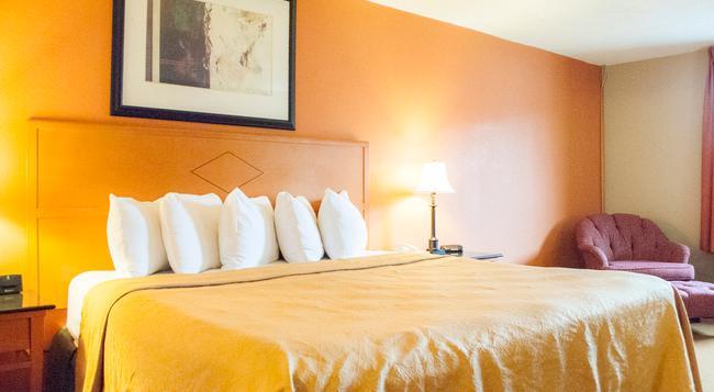 Days Inn & Suites Lancaster - 蘭開斯特 - 臥室