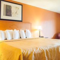 Days Inn & Suites Lancaster Guestroom