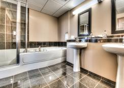格蘭帕拉利波多蘭公寓式酒店 - Grande Prairie - 浴室