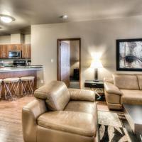 Podollan Rez-idence Grande Prairie Contemporary decor and spacious living area