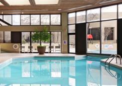 埃姆布里奇酒店集團俄克拉何馬城塔樓酒店 - Oklahoma City - 游泳池