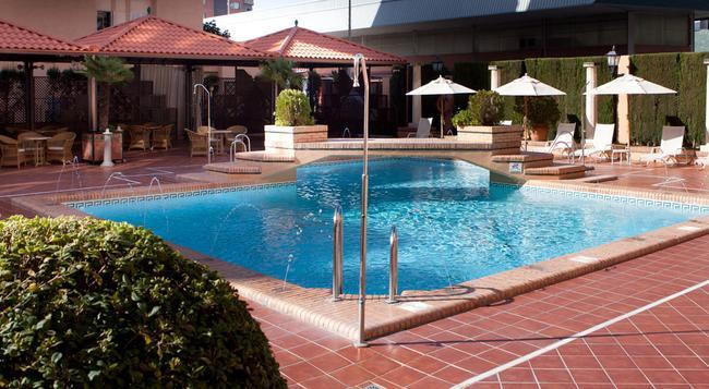 Saray Hotel - 格拉納達 - 游泳池