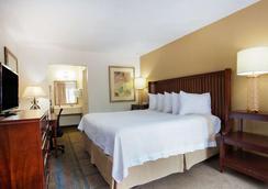 賽道戴斯酒店 - 代托納海灘 - 臥室