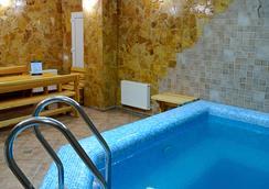 Hotel Sunrise - 基希訥烏 - 游泳池