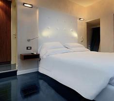 德爾格蘇廣場豪華套房酒店