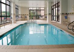 休斯頓廣場萬怡酒店 - 休斯頓 - 游泳池