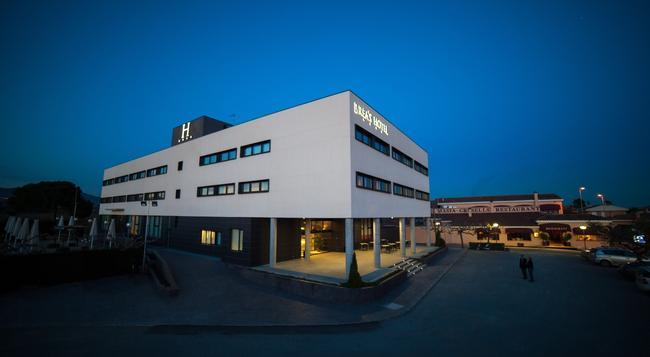 Brea's Hotel - 雷烏斯 - 建築