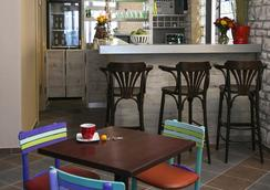 瓦拉德精品咖啡旅館 - 諾維薩德 - 酒吧