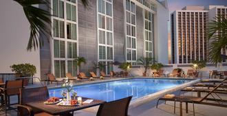 邁阿密城中萬怡飯店 - 邁阿密 - 游泳池