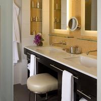 Hotel Breakwater South Beach Bathroom