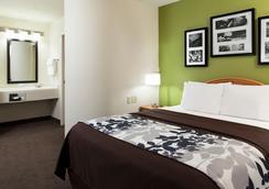 機場司麗普套房酒店 - 奧馬哈 - 臥室