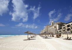 坎昆安普里奧套房酒店 - 坎昆 - 海灘