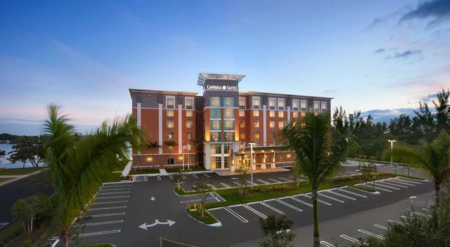 Cambria hotel & suites Miami Airport - Blue Lagoon - 邁阿密 - 建築