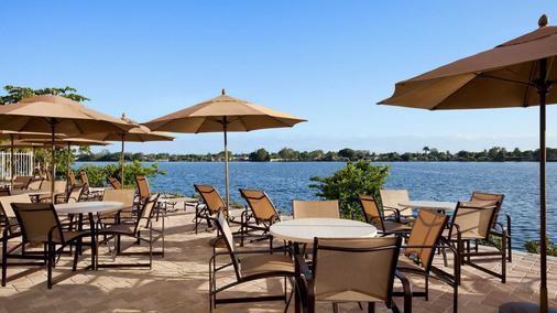 邁阿密機場- 藍礁湖坎布里亞套房酒店 - 邁阿密 - 天井