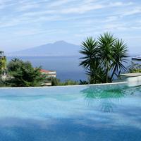 Grand Hotel Capodimonte Featured Image