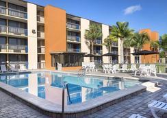 奧蘭多歐陸廣場酒店 - 奧蘭多 - 游泳池