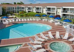 海恩尼斯海港酒店 - 海恩尼斯 - 游泳池