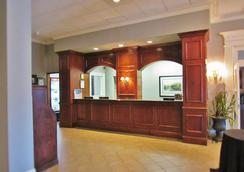 Carolina University Inn - Columbia - 櫃檯