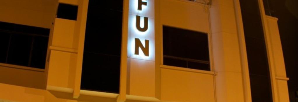 Hotel Lun Fun Manta - Manta - 建築