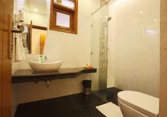 Fabhotel Grd Dlf Square - 古爾岡 - 浴室